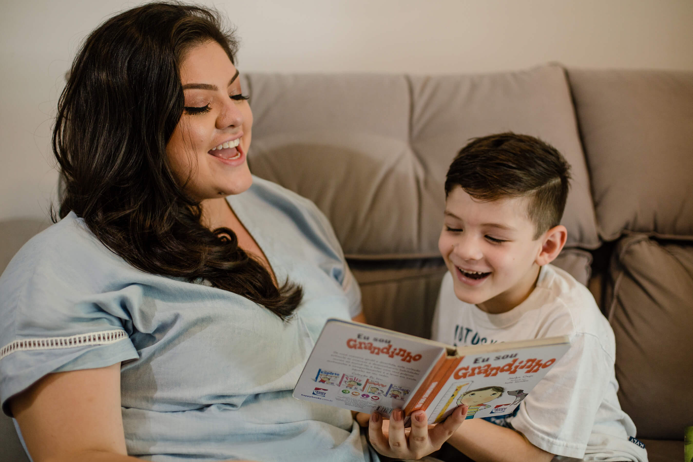 mãe_filho_leitura_Ensaio_Familia
