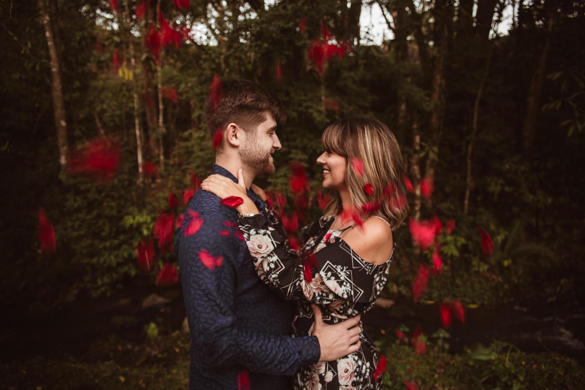 Ensaio casal com flores em Campo alegre